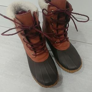 Tommy hilfiger snow and raining boots